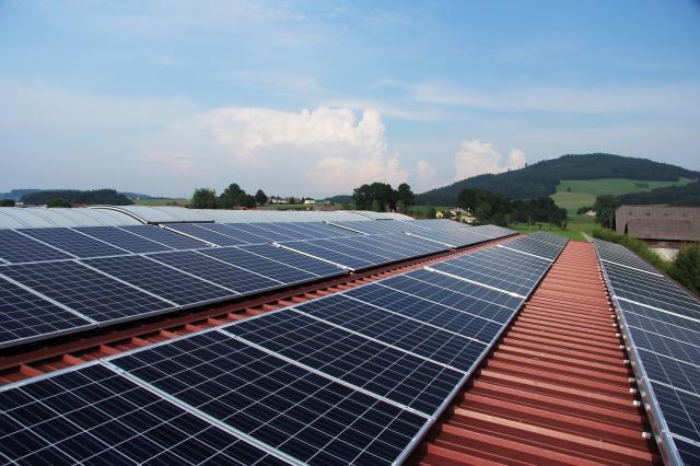 Da fotovoltaico, comunità energetiche e accumuli la soluzione per abbassare la spesa energetica delle PMI