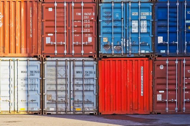 Istat: ad aprile export e import in crescita