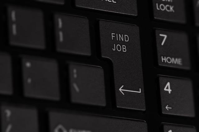 Lavoro: la precarietà è diminuita, ma anche l'occupazione