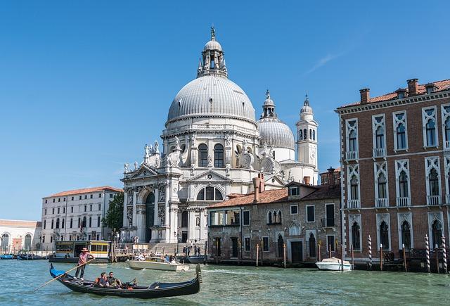 Turismo: Assoturismo-CST, estate 2019 in frenata, -2,3 milioni di presenze
