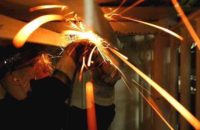 Lavoro: crescono i contratti nel mese di settembre. Più dinamiche le medie imprese