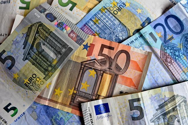 I soldi degli italiani: non si ferma la corsa alla liquidità