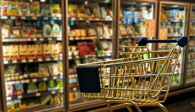 Consumi: Confesercenti, l'incertezza cresce e brucia 3,3 miliardi di spesa delle famiglie