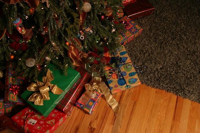 Natale 2019: Confesercenti-SWG, l'incertezza frena la festa, in calo la spesa per i regali
