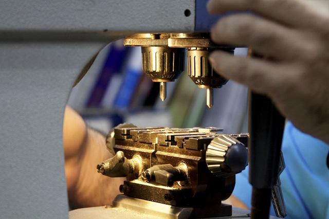 Istat: a ottobre continua a diminuire la produzione industriale italiana