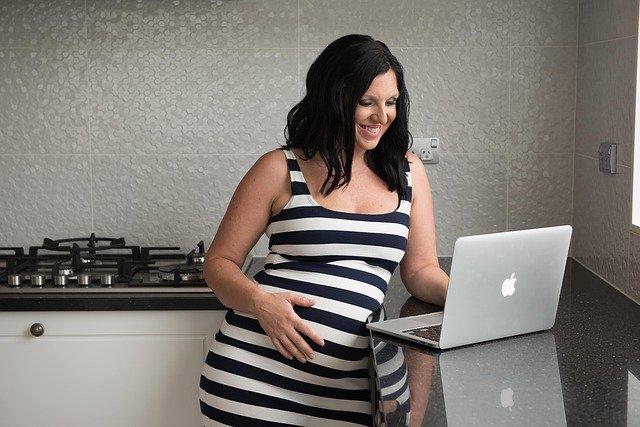 Al lavoro fino al parto, oggi è possibile