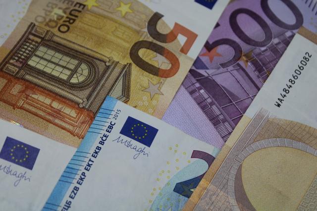 Banche: Unimpresa, altri 12 miliardi di utili, ma stop al credito alle aziende
