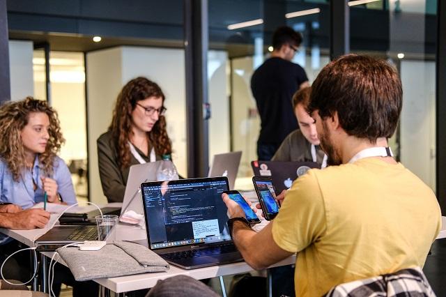 Sviluppatori al tempo di Covid-19 tra remote working e competitività internazionale: i risultati della prima survey sulla community di Codemotion