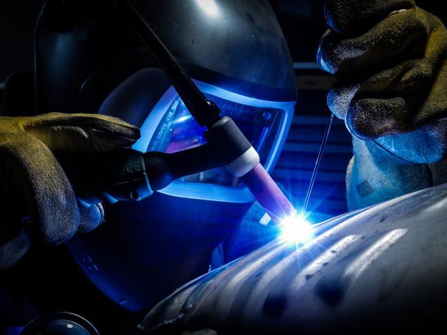 IHS MARKIT PMI: a febbraio il settore manifatturiero italiano continua a contrarsi