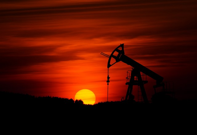 Petrolio, il mancato accordo Opec-Russia riporta le lancette del tempo al 1985