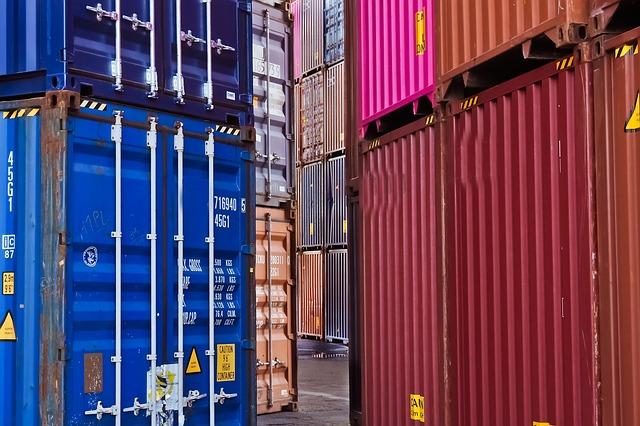 Commercio con l'estero: export e import giù del 16,8%