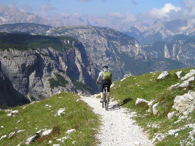 Viaggiare con la bici: i risultati del rapporto 2020 Isnart-Unioncamere e Legambiente sulle tendenze e l'economia del cicloturismo in Italia