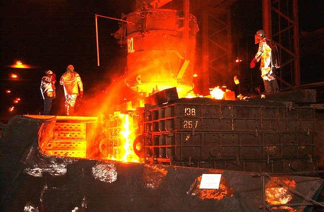 Industria, Prometeia stima un calo della produzione del 46% in aprile