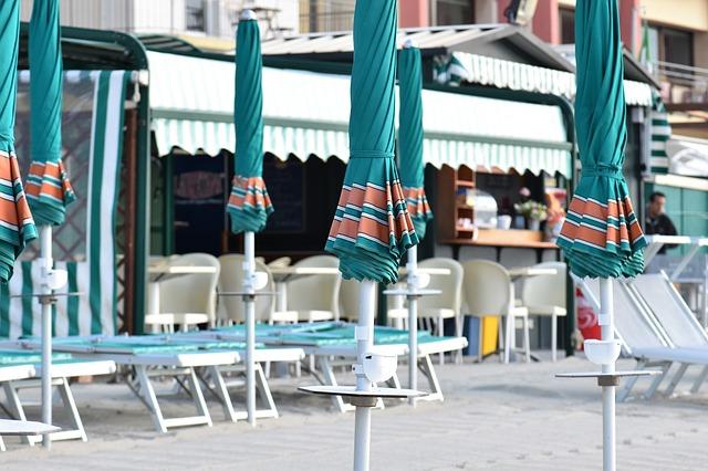 Turismo: ancora chiuse il 15% delle strutture ricettive. L'industria dell'ospitalità ridurrà l'occupazione rispetto all'anno scorso