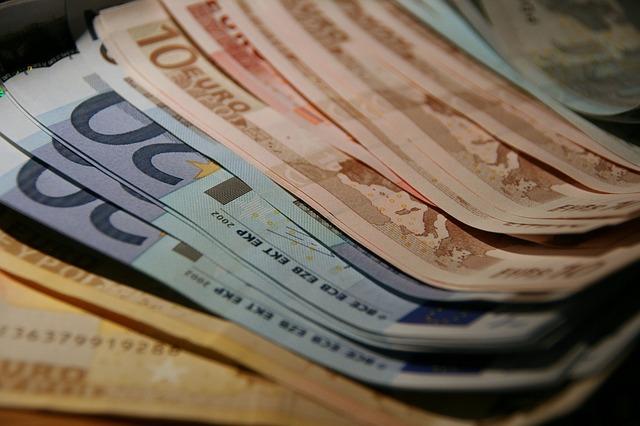 Banche: Unimpresa, con 360 miliardi di npl rischi per 10 milioni di soggetti