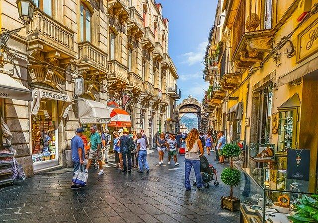 Senza i turisti stranieri crolla il lusso