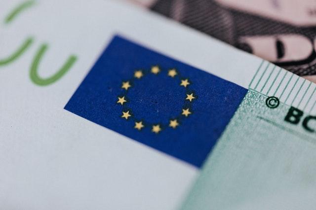 All'inizio del quarto trimestre, il PMI Flash dell'eurozona segnala di nuovo un calo