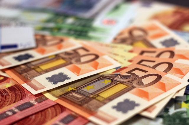 Credito e liquidità per famiglie e imprese: domande di moratoria a 301 miliardi di euro, oltre 96 miliardi il valore delle richieste al Fondo di Garanzia PMI; raggiungono i 16,1 miliardi di euro i volumi dei prestiti garantiti da SACE