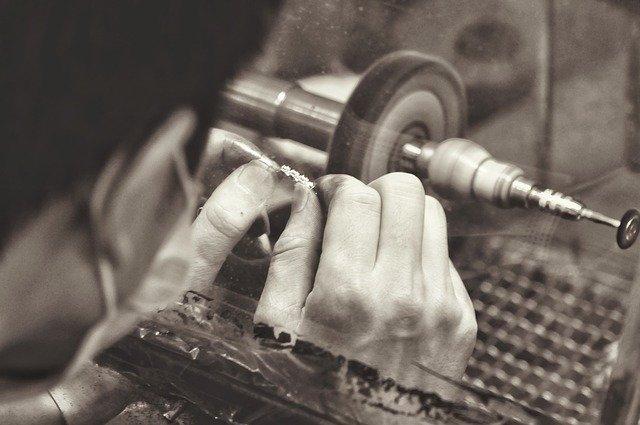 STUDI CONFARTIGIANATO – Recupero manifattura, L'Italia fa meglio di Francia e Germania. Bilancio pesante per moda e gioielleria, peggio del 2009