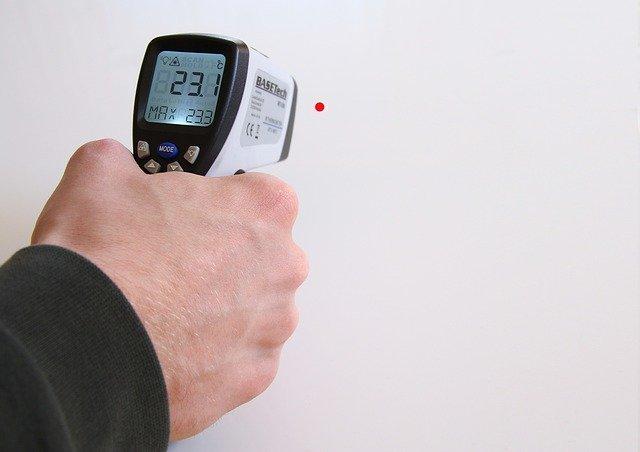 Covid-19, termometri infrarossi: la scheda informativa dell'Inail per un uso corretto
