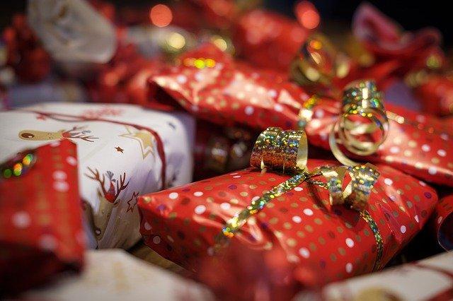 Confcommercio su regali di Natale: alimentari e giocattoli al top, crollano intrattenimento e trattamenti bellezza