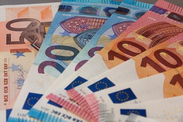 Credito e liquidità per famiglie e imprese: oltre 2,7 milioni di domande di moratoria su prestiti per circa 300 miliardi; oltre 128 miliardi di euro il valore delle richieste al Fondo di Garanzia PMI; a 20,9 miliardi di euro i volumi complessivi dei prestiti garantiti da SACE