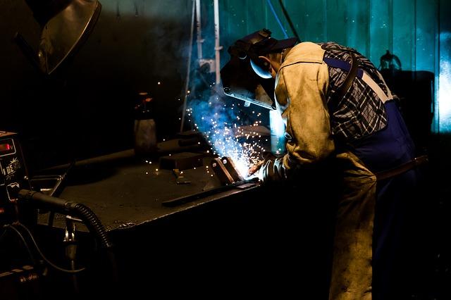 Dopo il lieve calo di novembre, a dicembre i prezzi alla produzione dell'industria registrano un nuovo aumento congiunturale