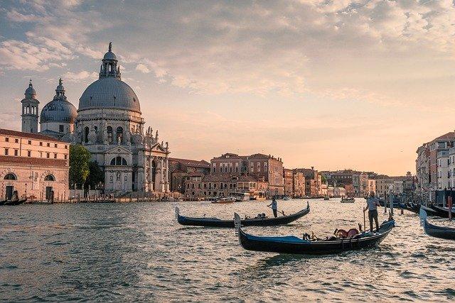 Censis: reinventare il turismo dopo la tempesta perfetta