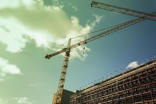 Dopo tre anni di crescita torna a diminuire, nel 2020, la produzione nelle costruzioni