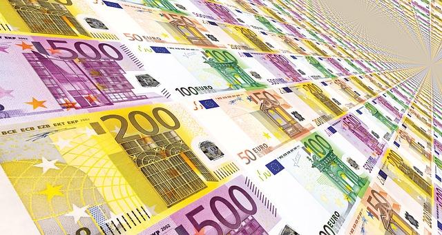 Credito e liquidità per famiglie e imprese: domande di moratoria a 295 miliardi di euro, oltre 141 miliardi il valore delle richieste al Fondo di Garanzia PMI; superano i 21,6 miliardi di euro i volumi complessivi dei prestiti garantiti da SACE