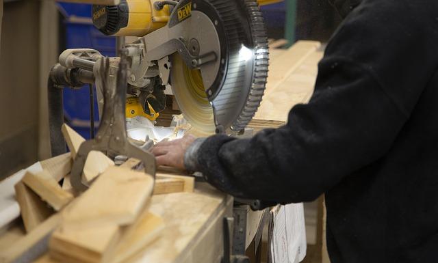 IHS Markit PMI®: a gennaio si intensifica la ripresa del settore manifatturiero italiano