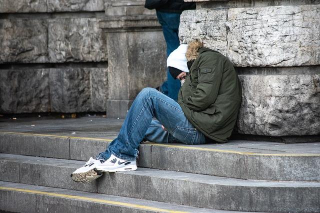 Nel 2020 oltre 2 milioni le famiglie in povertà assoluta (+335mila sul 2019)