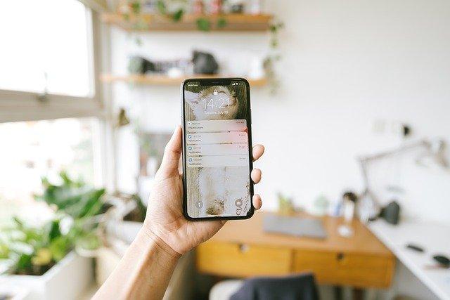 Nel 2020 italiani a casa ma con in mano lo smartphone: il 69% degli utenti Mobile ha incrementato l'uso rispetto all'anno precedente