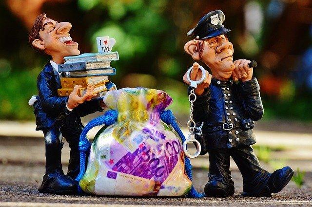 """L'evasione vale la metà delle inefficienze che lo Stato """"scarica"""" su cittadini e imprese"""