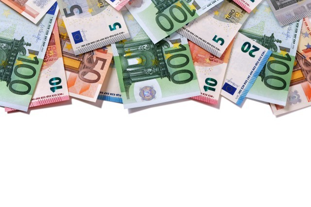 Credito e liquidità per famiglie e imprese: domande di moratoria per oltre 294 miliardi di euro, oltre 149 miliardi il valore delle richieste al Fondo di Garanzia PMI; raggiungono i 22,3 miliardi di euro i volumi complessivi dei prestiti garantiti da SACE