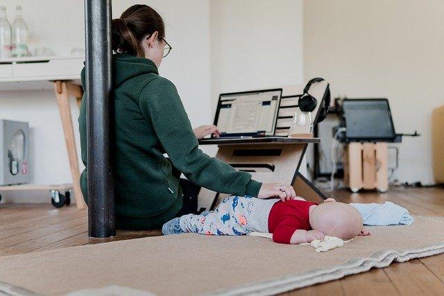 """8 marzo – Imprenditrici al tempo del Covid: lavorare è diventato """"molto difficile"""" per il 38,4%, la percentuale sale di 10 punti per le imprenditrici mamme di bambini piccoli"""