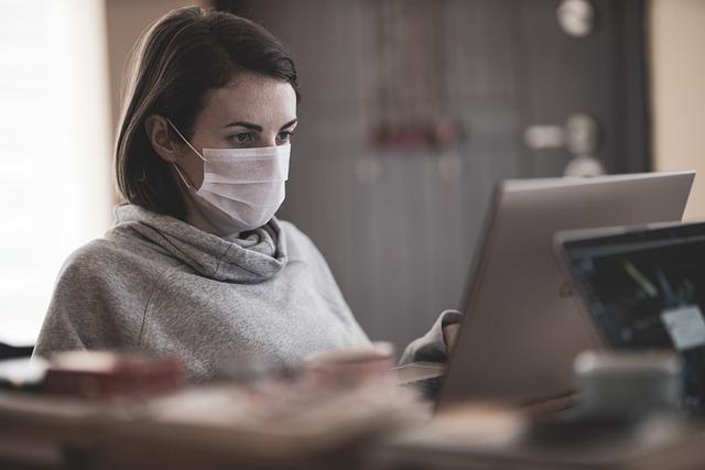 Covid-19, i contagi sul lavoro sono 165mila. Più di sei su 10 denunciati nell'ultimo semestre