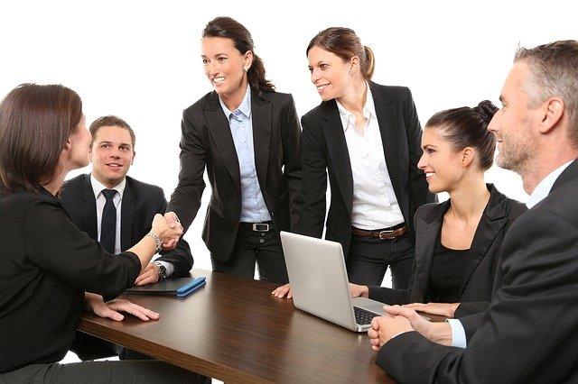 Flessione e poi ripresa per i collaboratori, costante aumento per i professionisti
