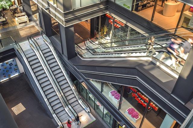 Congiuntura Confcommercio: sprint consumi ad aprile, ma imprese ancora in ginocchio
