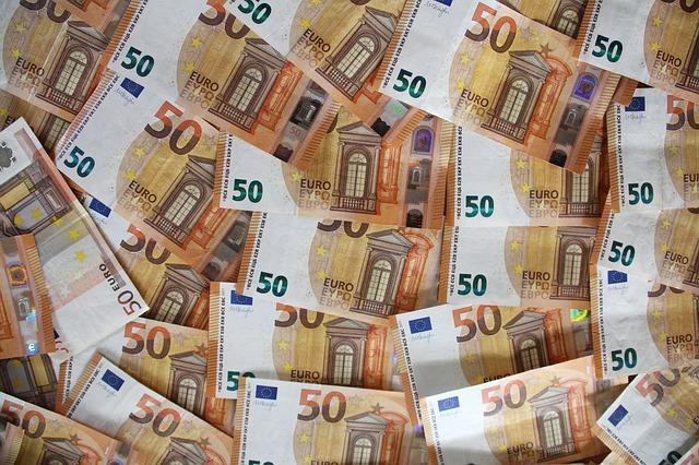 Credito e liquidità per famiglie e imprese: ancora attive moratorie su prestiti del valore di 146 miliardi, oltre 168 miliardi il valore delle richieste al Fondo di Garanzia PMI; raggiungono i 23,6 miliardi di euro i volumi complessivi dei prestiti garantiti da SACE