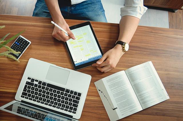 Pc e tablet per i figli dei dipendenti. Zero Irpef se rimborsa l'azienda