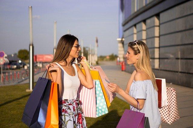Confcommercio sui saldi estivi: poco più di 170 euro la spesa media a famiglia