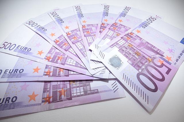 Credito e liquidità per famiglie e imprese: ancora attive moratorie su prestiti del valore di 144 miliardi, oltre 173,5 miliardi il valore delle richieste al Fondo di Garanzia PMI; raggiungono i 24,1 miliardi di euro i volumi complessivi dei prestiti garantiti da SACE