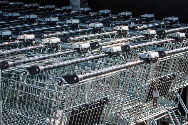 La spesa per consumi delle famiglie diminuisce nel 2020 ed è in calo anche all'inizio del 2021