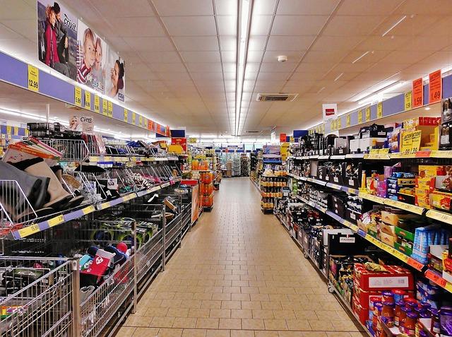Consumi: Unimpresa, il 64% della spesa delle famiglie per casa e alimentari, l'Iva vale 63 miliardi