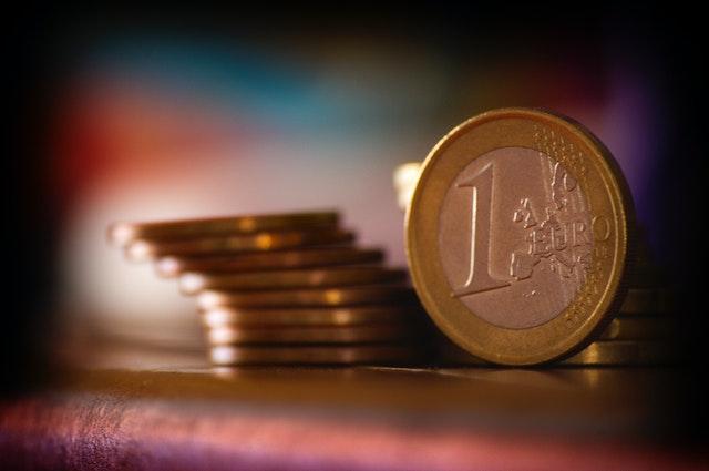 Credito e liquidità per famiglie e imprese: ancora attive moratorie su prestiti del valore di 83 miliardi, oltre 184,3 miliardi il valore delle richieste al Fondo di Garanzia PMI; raggiungono i 26,4 miliardi di euro i volumi complessivi dei prestiti garantiti da SACE