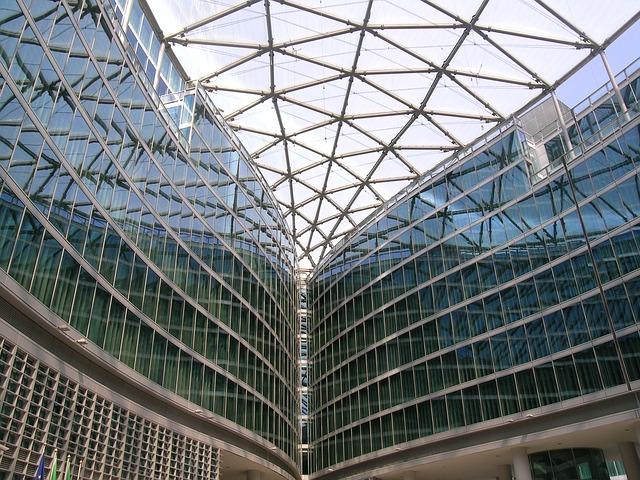 Dalla Regione i primi 110 milioni di euro per le imprese lombarde
