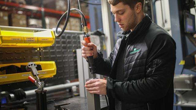 IHS Markit PMI: rimane forte la crescita manifatturiera dell'Eurozona malgrado il leggero calo di vigore