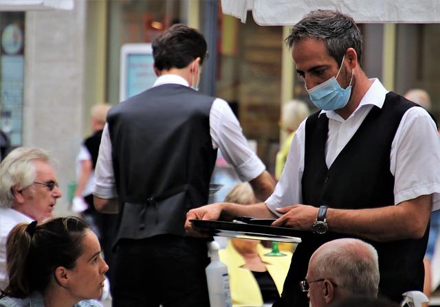 Green pass: Unimpresa, il 76% di bar e ristoranti boccia il controllo identità