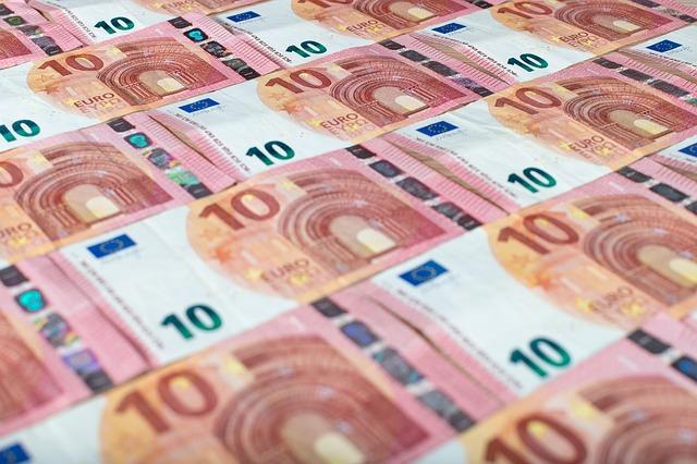 Credito e liquidità per famiglie e imprese: ancora attive moratorie su prestiti del valore di circa 69 miliardi, oltre 200 miliardi il valore delle richieste al Fondo di Garanzia PMI; raggiungono i 28,3 miliardi di euro i volumi complessivi dei prestiti garantiti da SACE